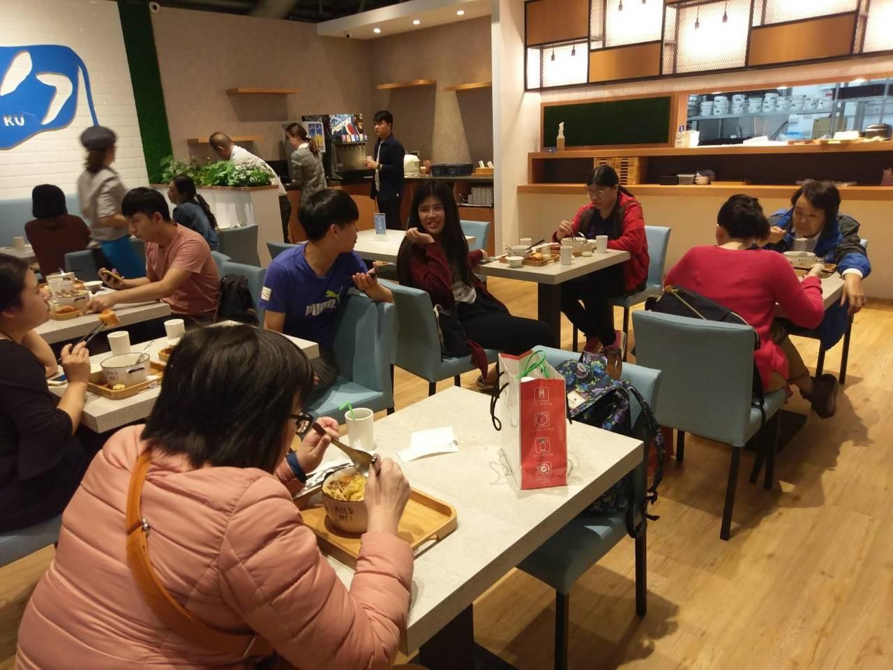 南部人愛吃小火鍋,業者為迎合饕客口味,還引進日本著名生乳做湯底。記者謝梅芬/攝影