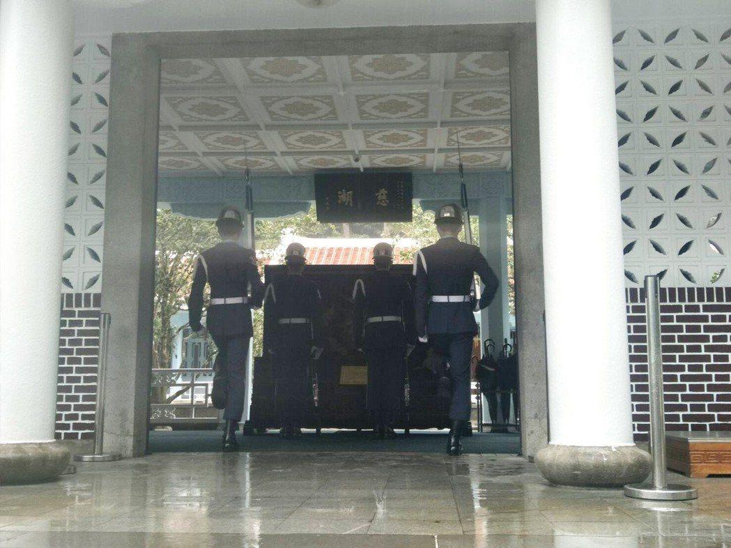 慈湖陵寢遭潑漆後封閉至今,市府及國防部開會決議管制開放範圍,陵寢房舍外及儀隊交接...