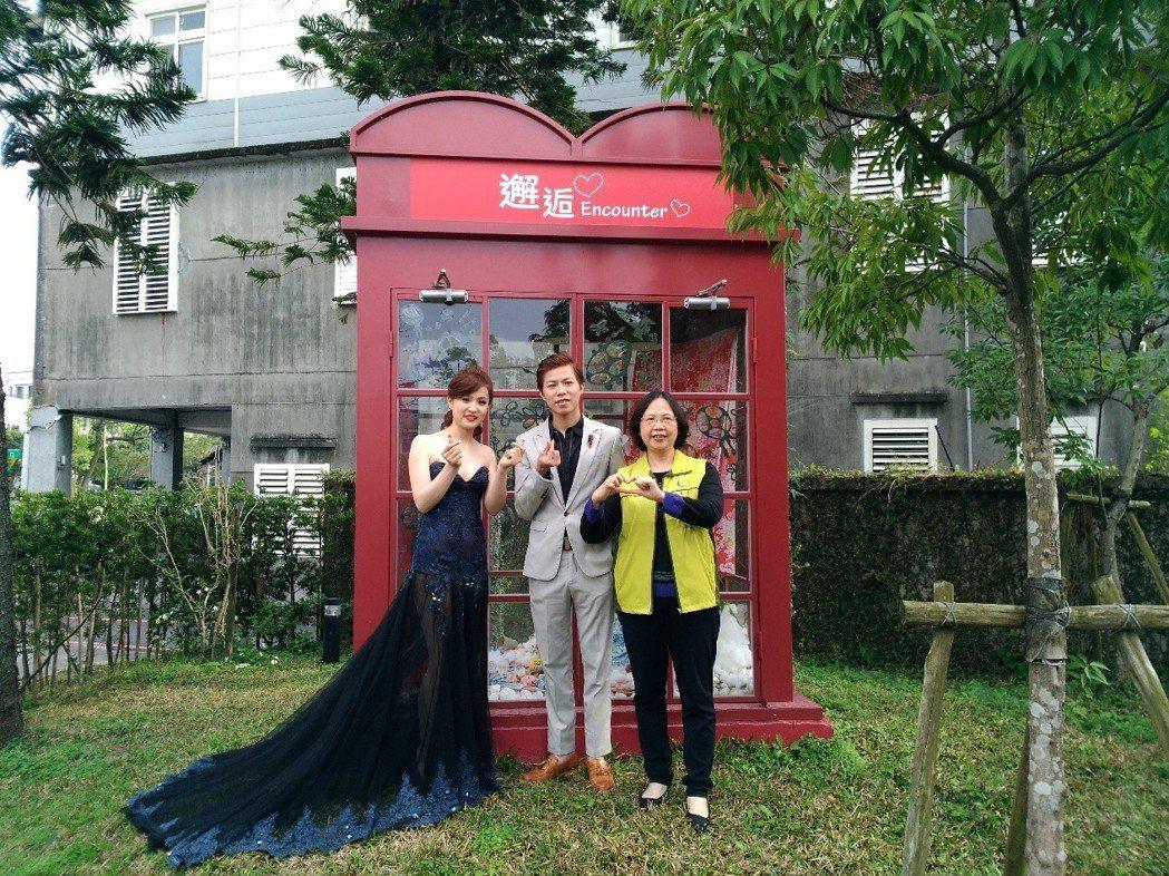 法務部執行署宜蘭分署的電話亭太美麗,竟成了婚攝的人氣景點。圖/法務部執行署宜蘭分...