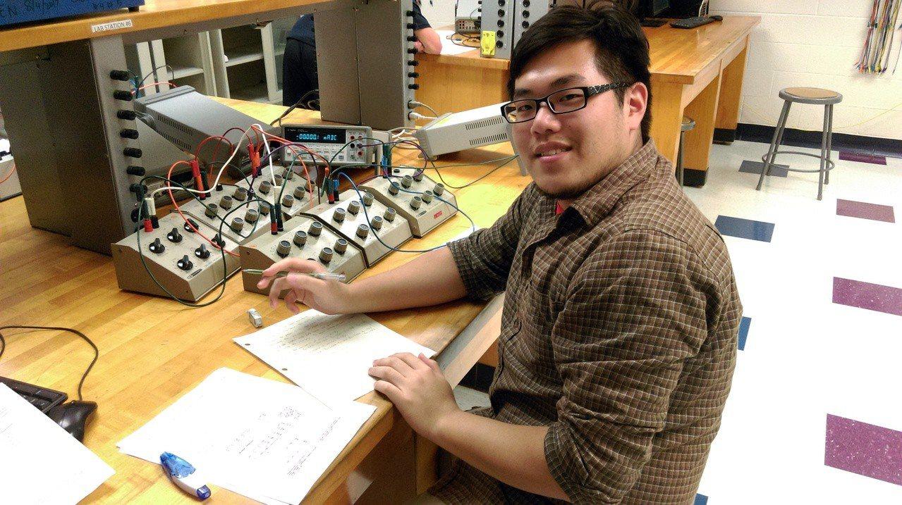 弘光科大醫工系大三學生林哲葳到美國研修4個月當交換生。圖/弘光提供