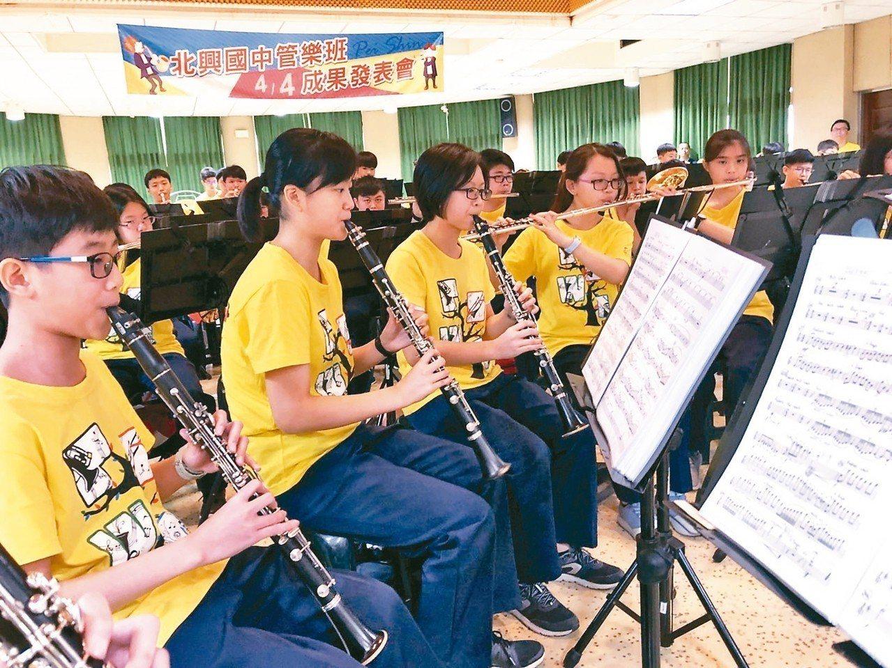 嘉義市北興國中管樂班日前代表嘉義市參加全國學生音樂比賽南區決賽,獲特優第一名佳績...