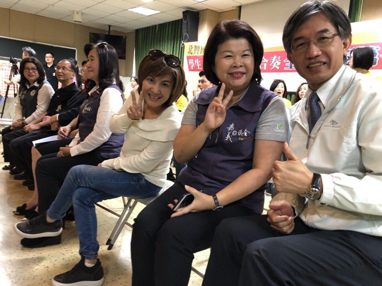 嘉義市議員有不少北興國中校友,包括張秀華、陳幸枝、黃露慧、王美惠等人,今天到場為...