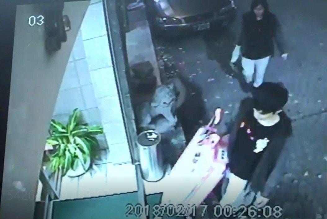 香港潘姓女子上月17日凌晨和男友步入旅館,成為她最後身影。 記者林孟潔/翻攝