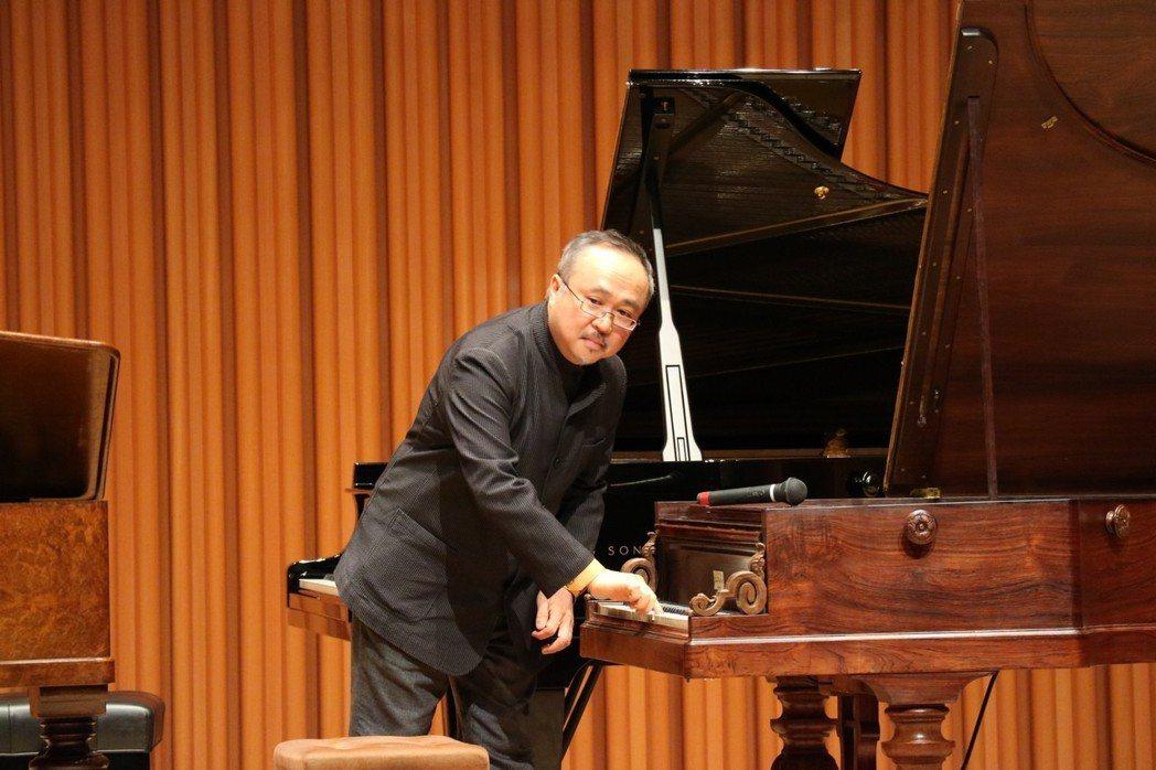 知名鋼琴家鄧泰山在第一屆蕭邦古鋼琴比賽賽前記者會分享古鋼琴帶給他不同於現代鋼琴的...