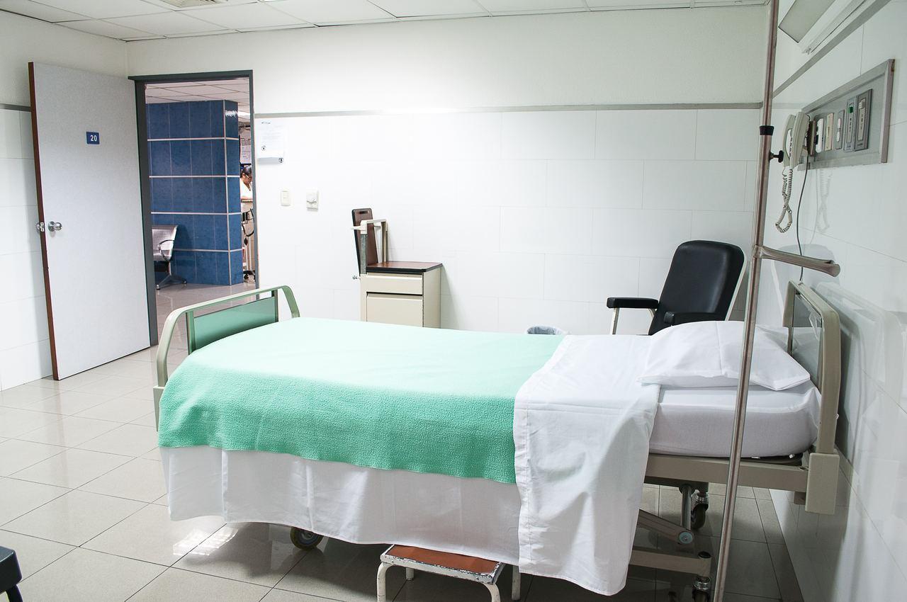 醫院示意圖。Photo by Martha Dominguez on Unspl...