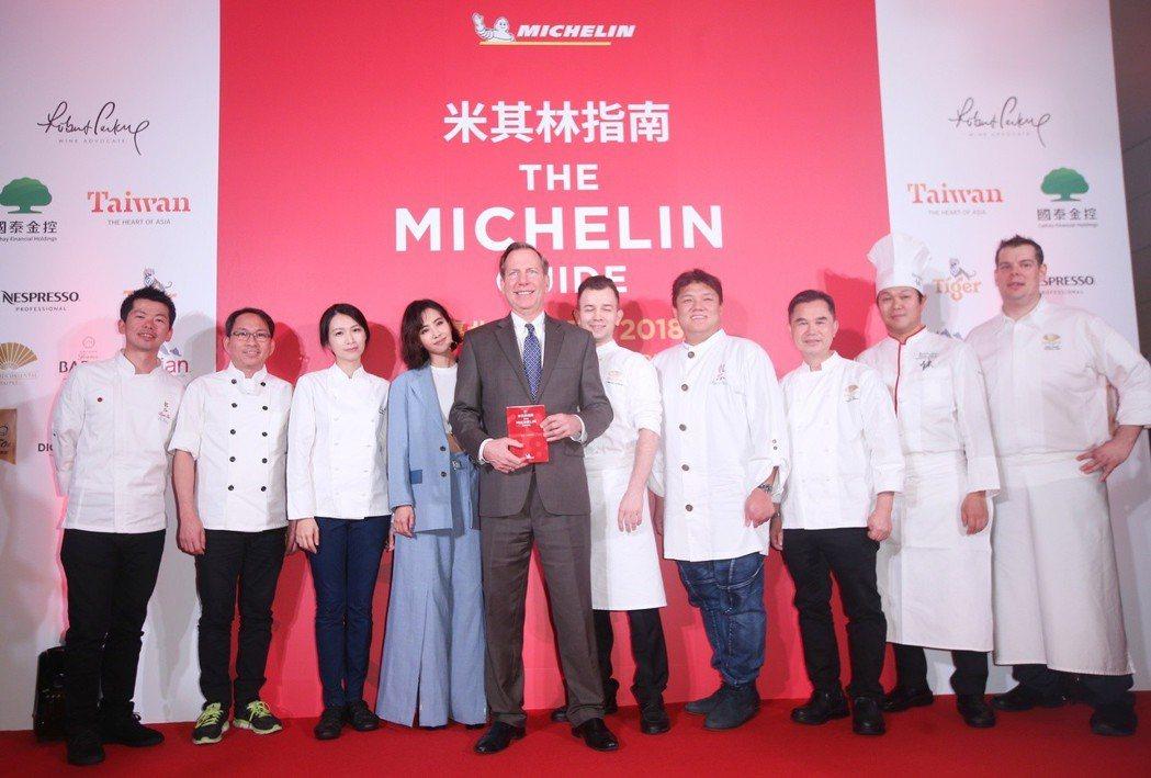 大病初癒的蔡依林(左四)出席米其林晚宴記者會。記者陳正興/攝影