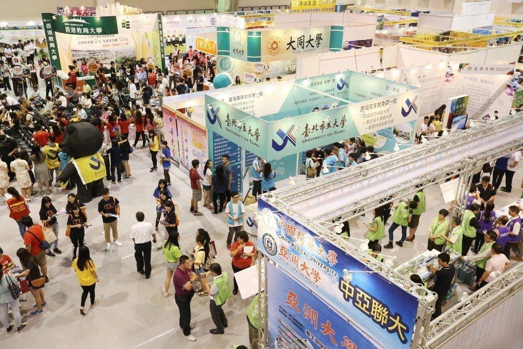 台南各頂尖高中今年申請前往大陸就讀的學生大增,學校表示,主要是大環境的問題,愈來...
