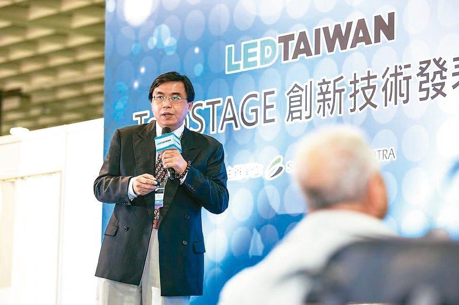 京碼公司董事長李俊豪解說新產品的功能特性。 京碼公司/提供