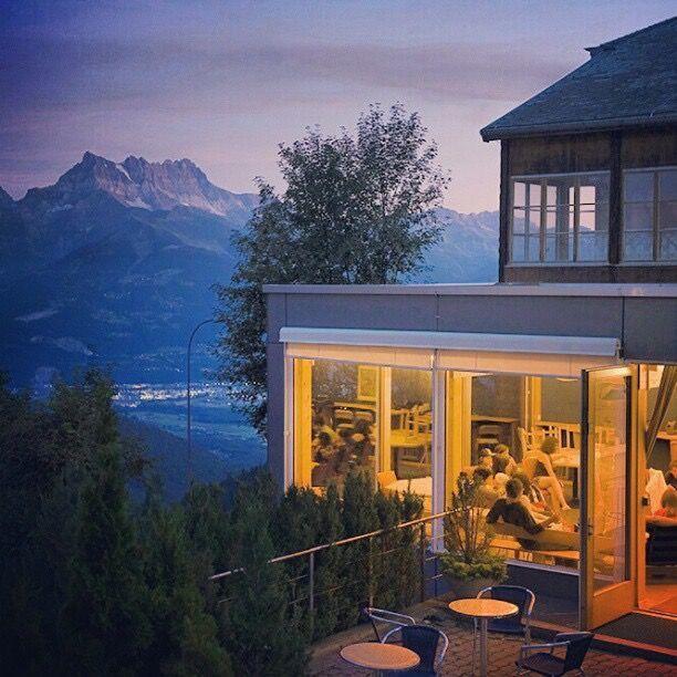 瑞士住宿中學大都位於郊區,悠美的大自然環境讓學生舒適的學習 林肯企管/提供