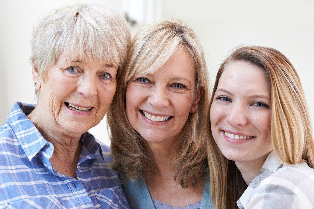 蜂皇漿和石榴莓果多酚可以幫助女人有好元氣、好氣色。
