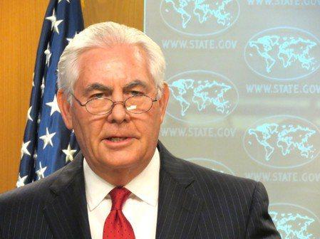 美國國務卿提勒森13日遭美國總統川普撤換,提勒森下午於國務院舉行記者會宣布,他將...