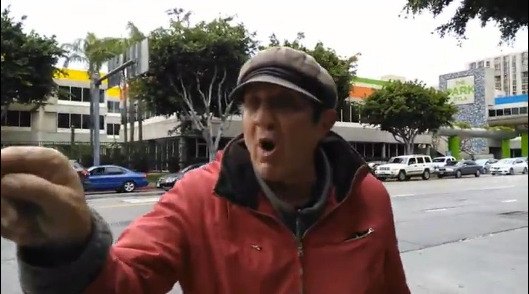 在洛杉磯市中心工作的陳小姐,13日下午在車站遇到一名白人男子,當眾對她使用歧視字...