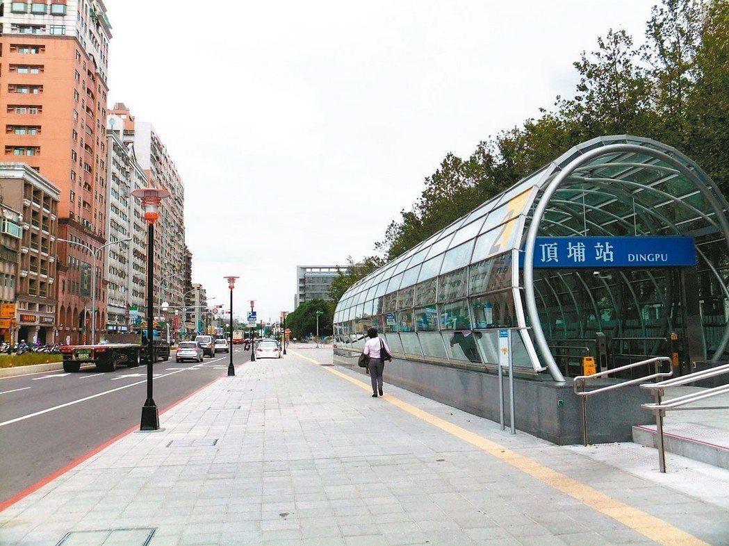 大台北捷運站成交量變化,電梯住宅以頂埔站年增五成最多。 記者游智文/攝影