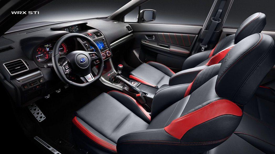 WRX STI 內裝戰鬥風格強烈。 摘自Subaru