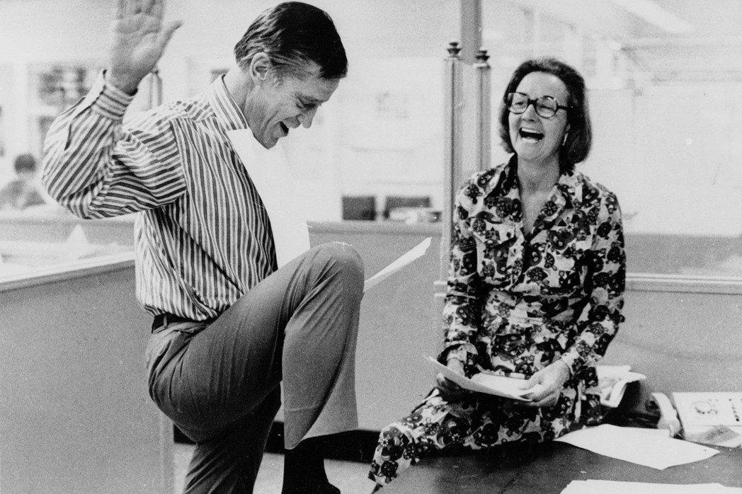 圖為華盛頓郵報發行人Katharine Graham(右)及執行編輯Benjam...