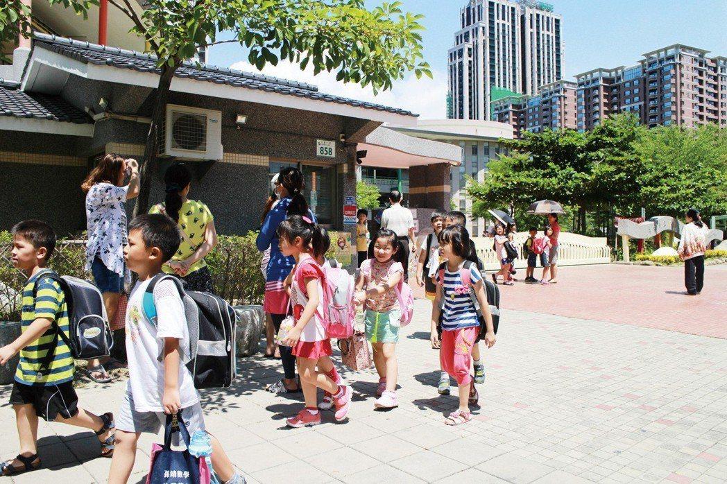 龍華國小是北高雄明星總量管制小學。 攝影/張世雅