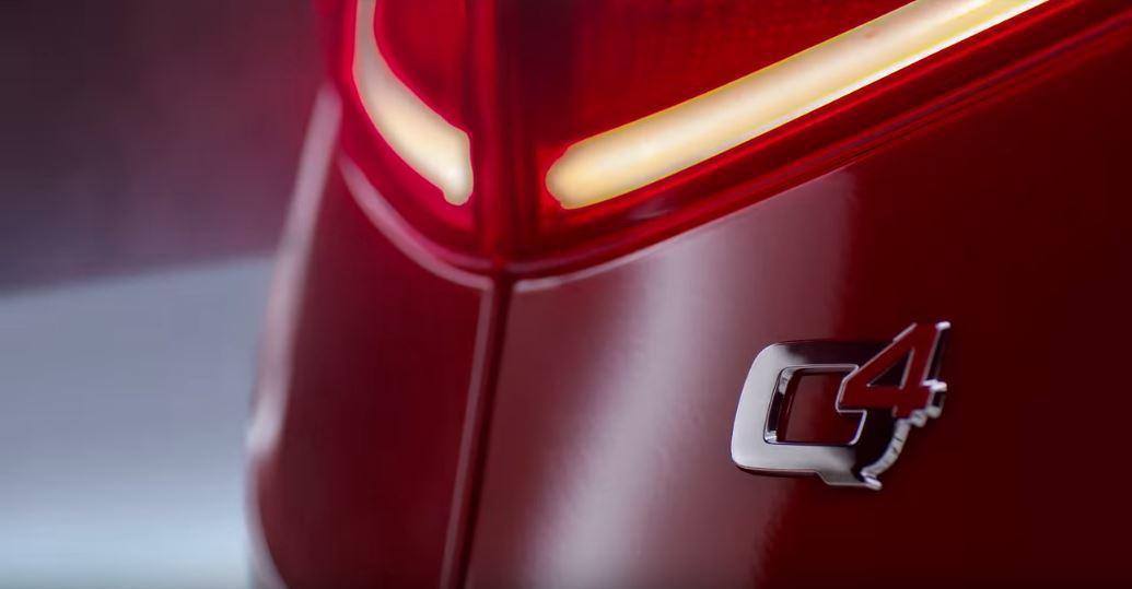代表Alfa Romeo四驅系統的Q4銘牌。 截自Alfa Romeo USA