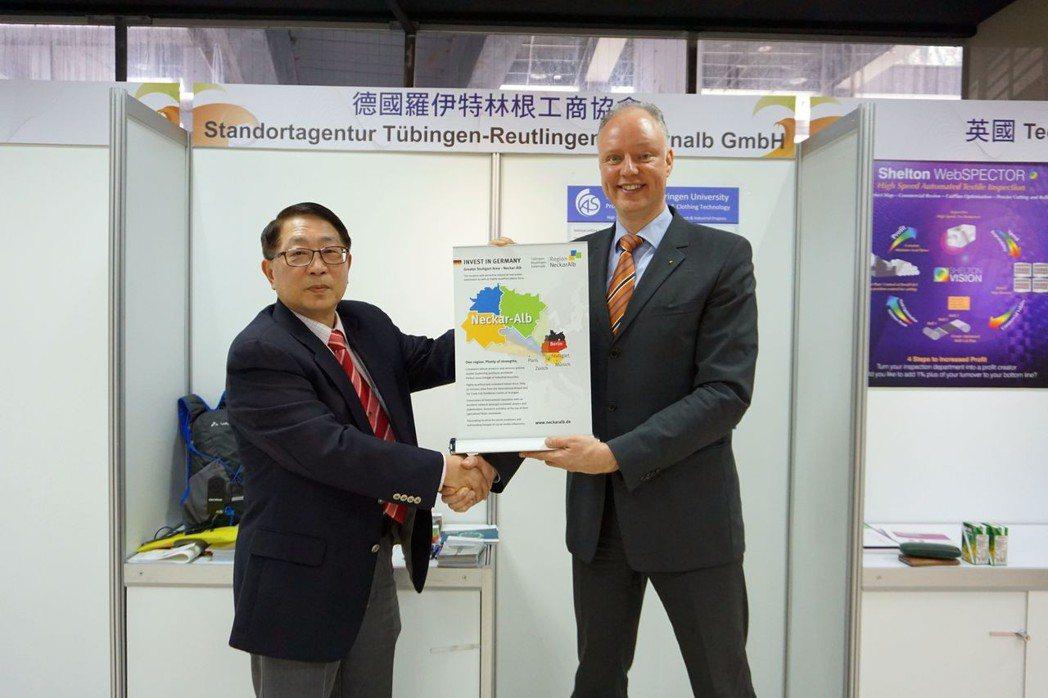 德國圖濱根城市行銷處業務主管Dr. Markus Nawroth(右)、臺灣產業...