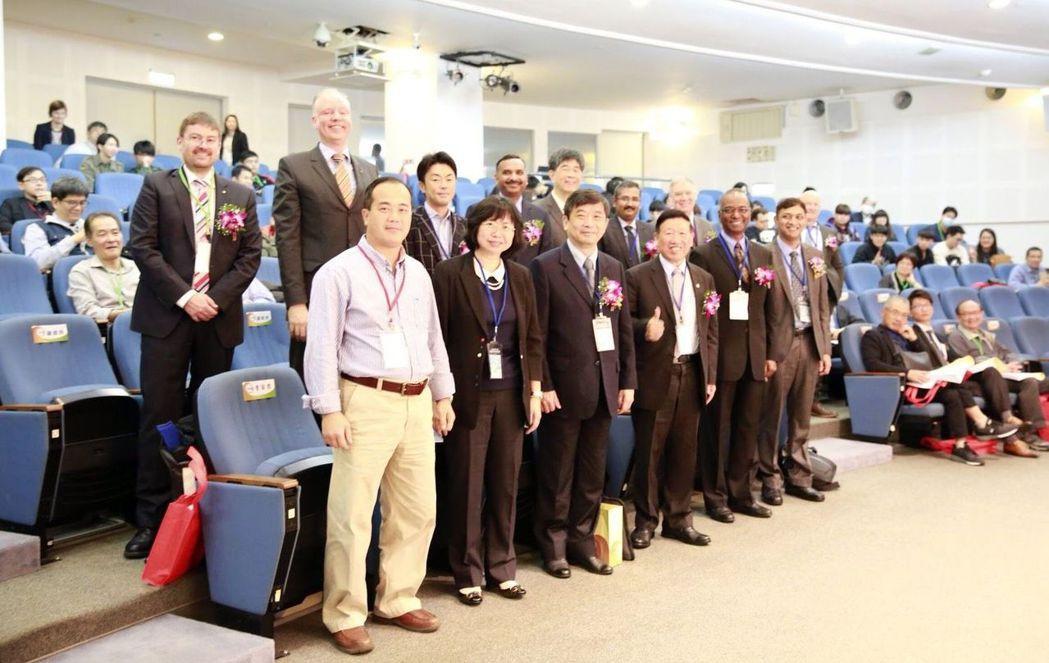 第12屆「國際產業用紡織品研討會」(ITTS 12th)與會貴賓合影。 臺灣產業...