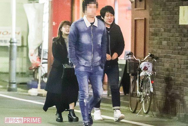 矢口真里與梅田賢三被偷拍。圖/摘自週刊女性