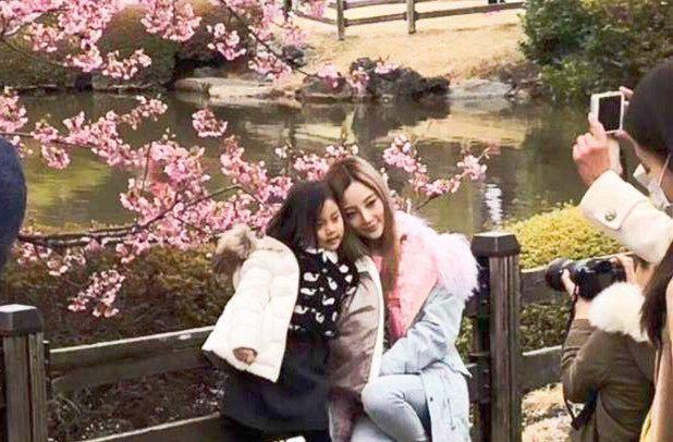 李小璐與女兒甜馨。圖/摘自微博