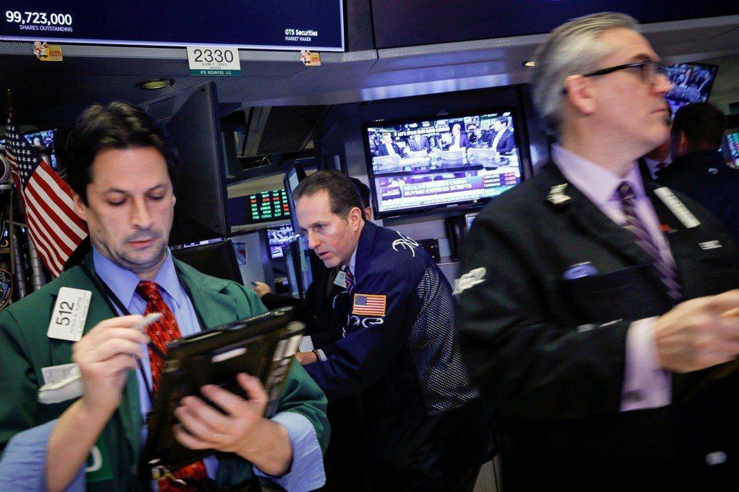 美國國務卿下台、美國有意對中國課徵更多關稅,引發美股下跌。 路透