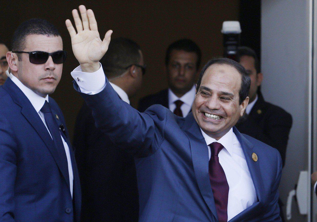 埃及總統塞西(揮手者)。美聯社