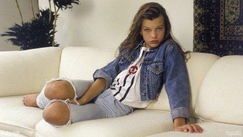 1980年代是好萊塢青春美少女最綻放光芒的時代,早在1970年代尾聲已崛起的「漂亮寶貝」布魯克雪德絲與黛安蓮恩、1980年代初期橫空出世的菲比凱絲和珍妮佛康娜莉,風靡無數少男少女,甚至紅到亞洲。在亞...