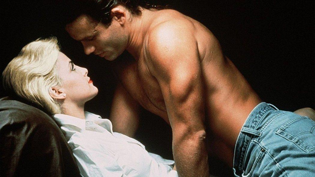 「激情交叉點」以煽情裸露的場面為主要賣點。圖/摘自imdb