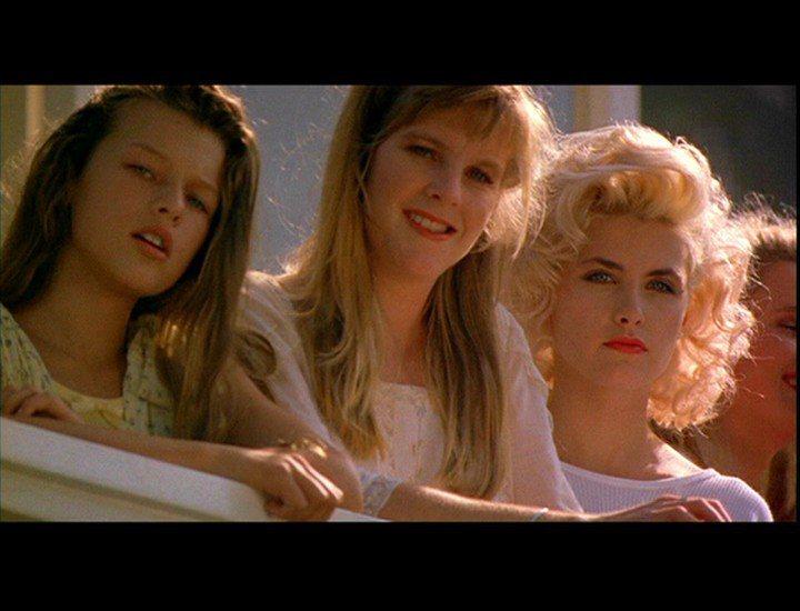 「激情交叉點」蜜拉喬娃薇琪(左)、雪琳芬(右)各有不同的風情。圖/摘自milla...