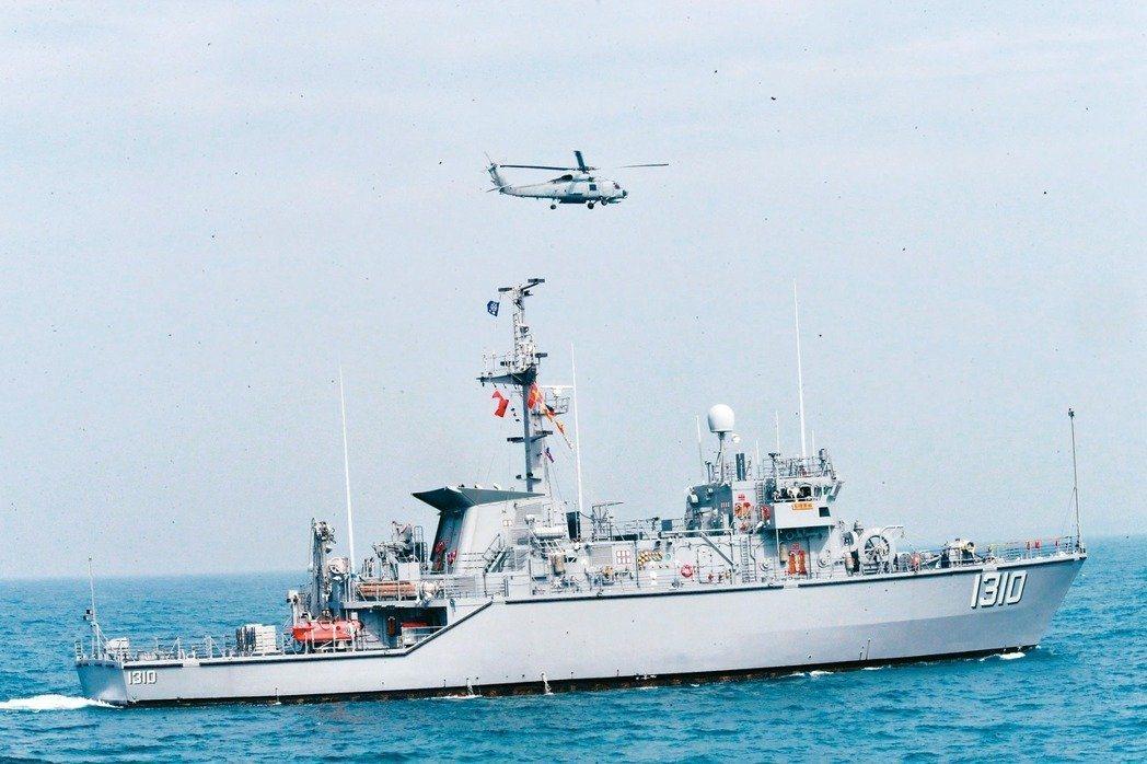國軍春節加強戰備,海軍124、192艦隊進行空中觀雷演練。 記者黃義書/攝影