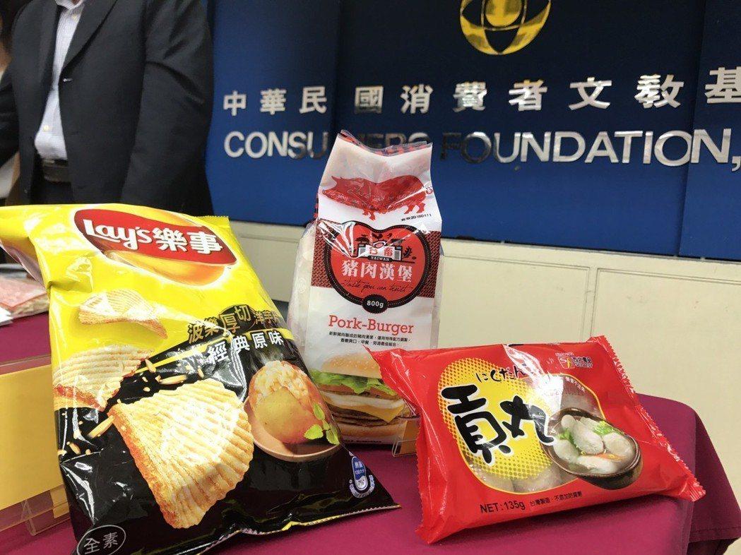 消基會今公布抽查30件市售火鍋料、餅乾零食、漢堡肉內的磷酸鹽含量,西北貢丸、台畜...