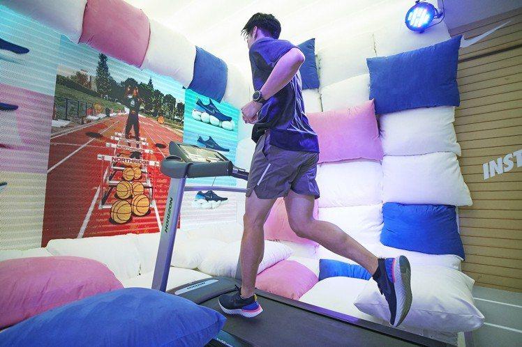 在Nike的House of Go體驗空間中,能實際穿上Epic React F...