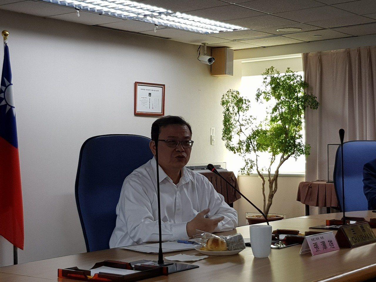 捷運局長張澤雄今天指出,7個有權益分配爭議的聯開案已有5案達成共識或完成仲裁,其...