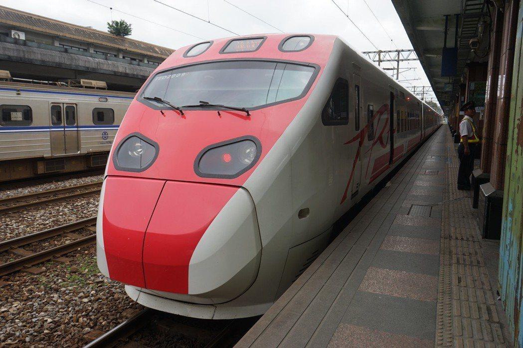 台鐵今天宣布團體列車優惠票價方案,8列指定列次的優惠列車包括普悠瑪與莒光號。記者...