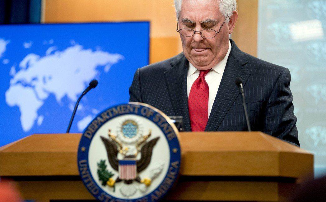 美國國務卿提勒森13日被總統川普開除後,於國務院召開告別記者會,對川普本人隻字未...