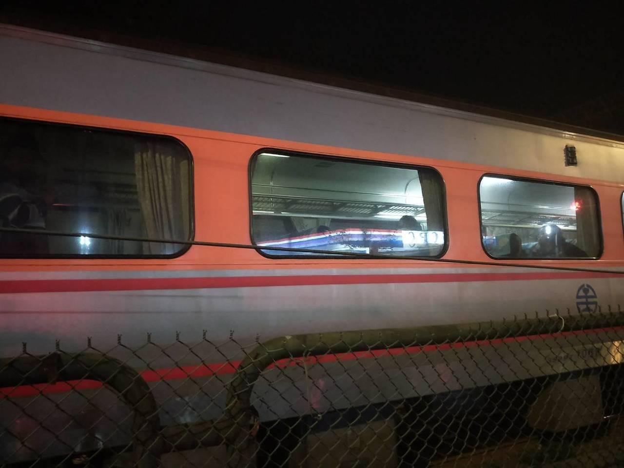 男跨鐵軌換車遭撞還被告公告危險,但檢方認非故意肉身擋火車不起訴,圖為事故檔案照,...