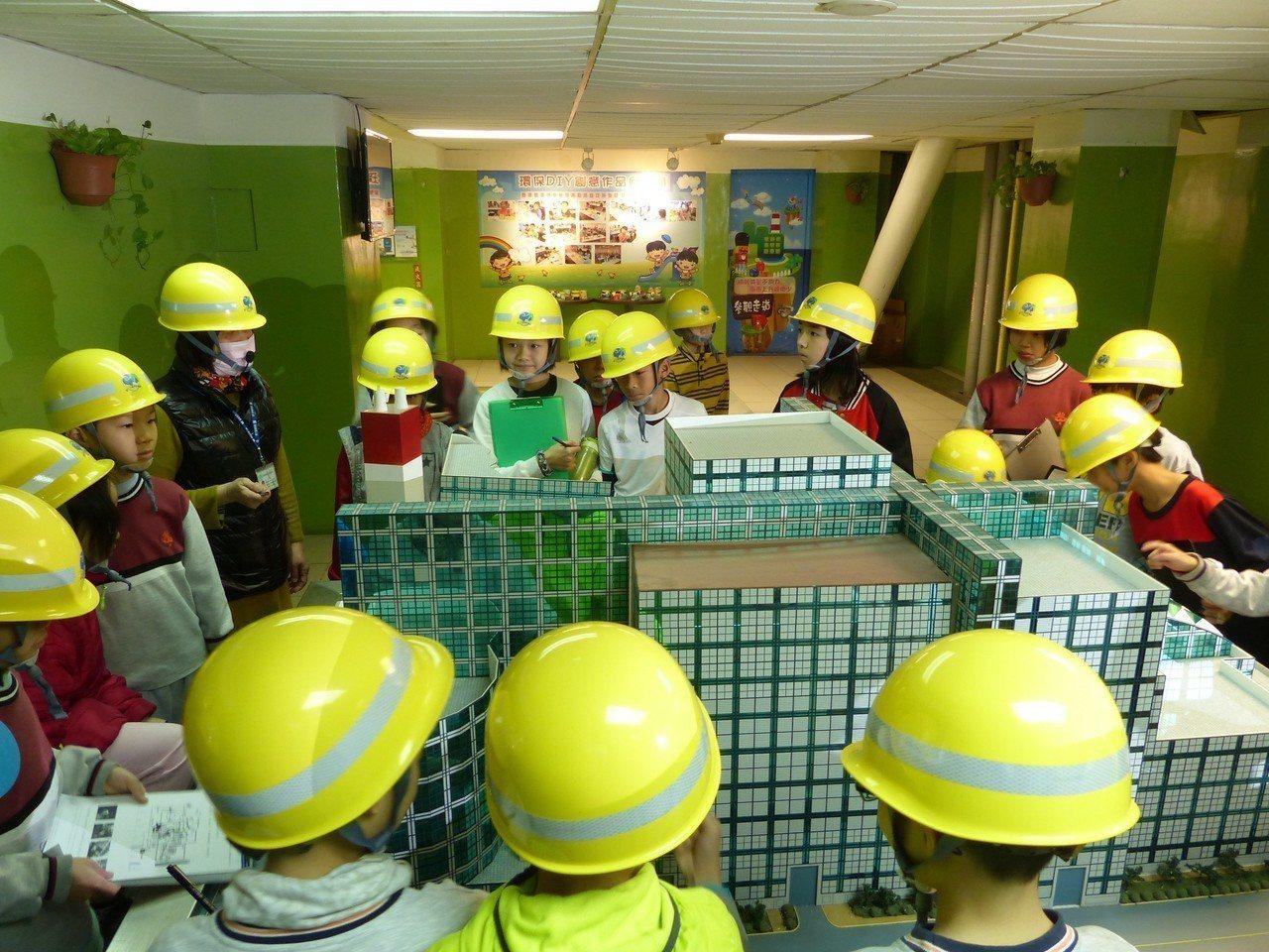 新竹市垃圾焚化爐設有「濱海低碳環境教育中心」,免費提供民眾參觀。照片/環保局提供