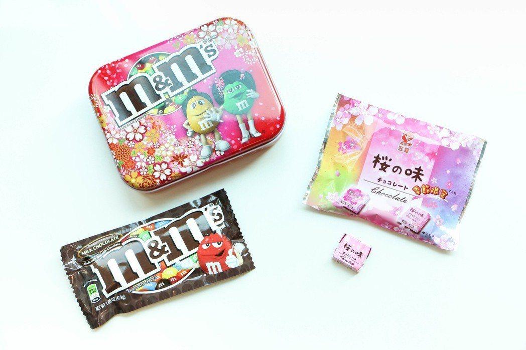 M&Ms牛奶可克力櫻花限定盒,售價105元;滋露櫻花雙味巧克力,售價35元。圖/...