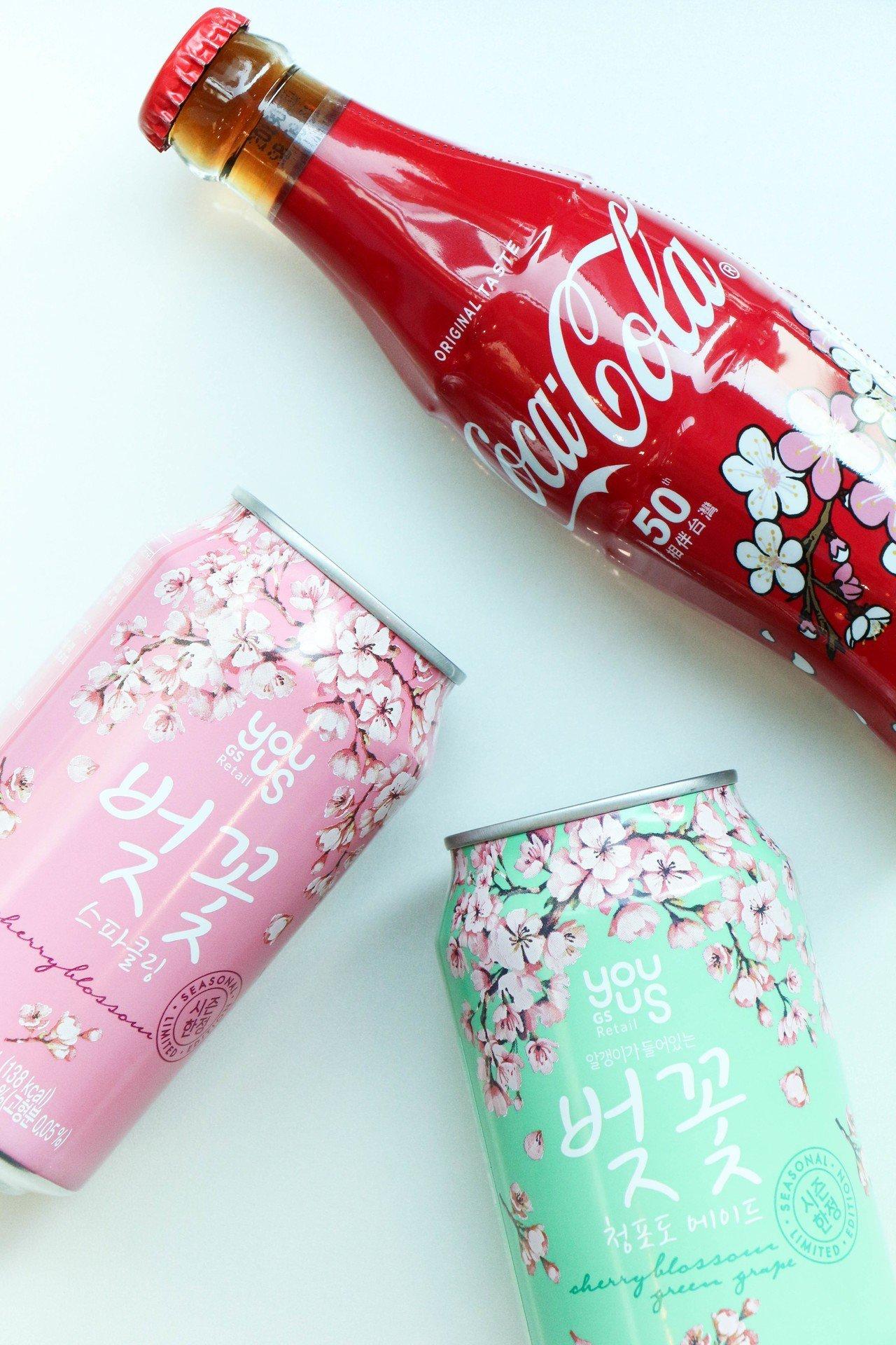 可口可樂櫻花瓶,售價35元。圖/謝欣倫攝影