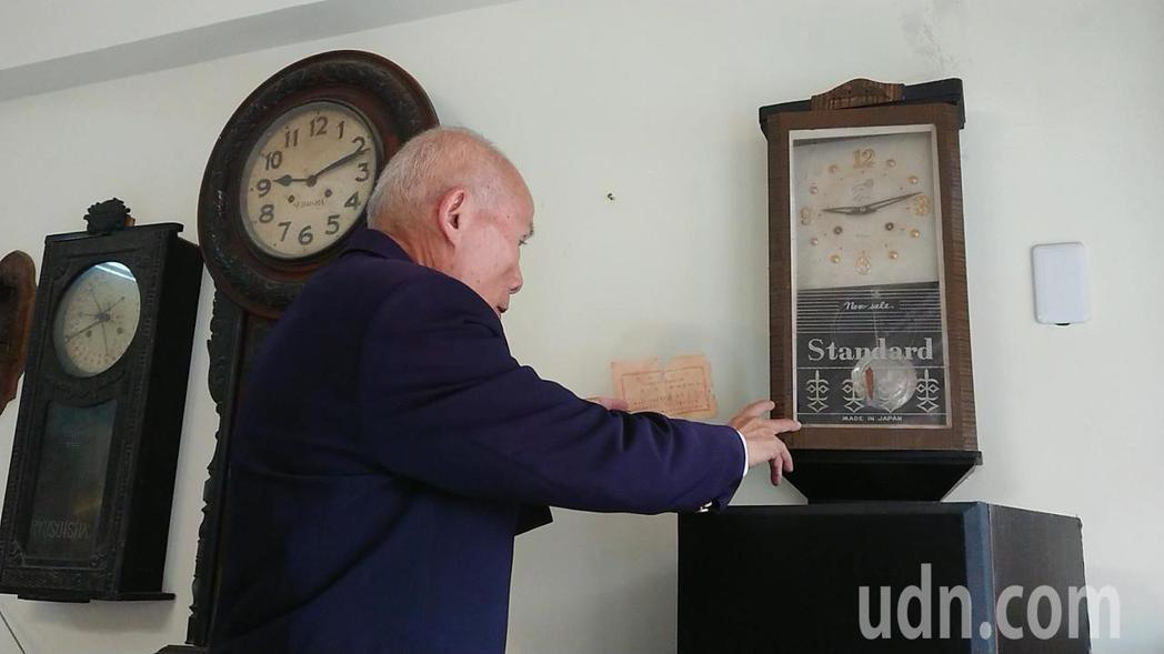陳慶梯收藏的古董掛鐘。記者吳淑玲/攝影