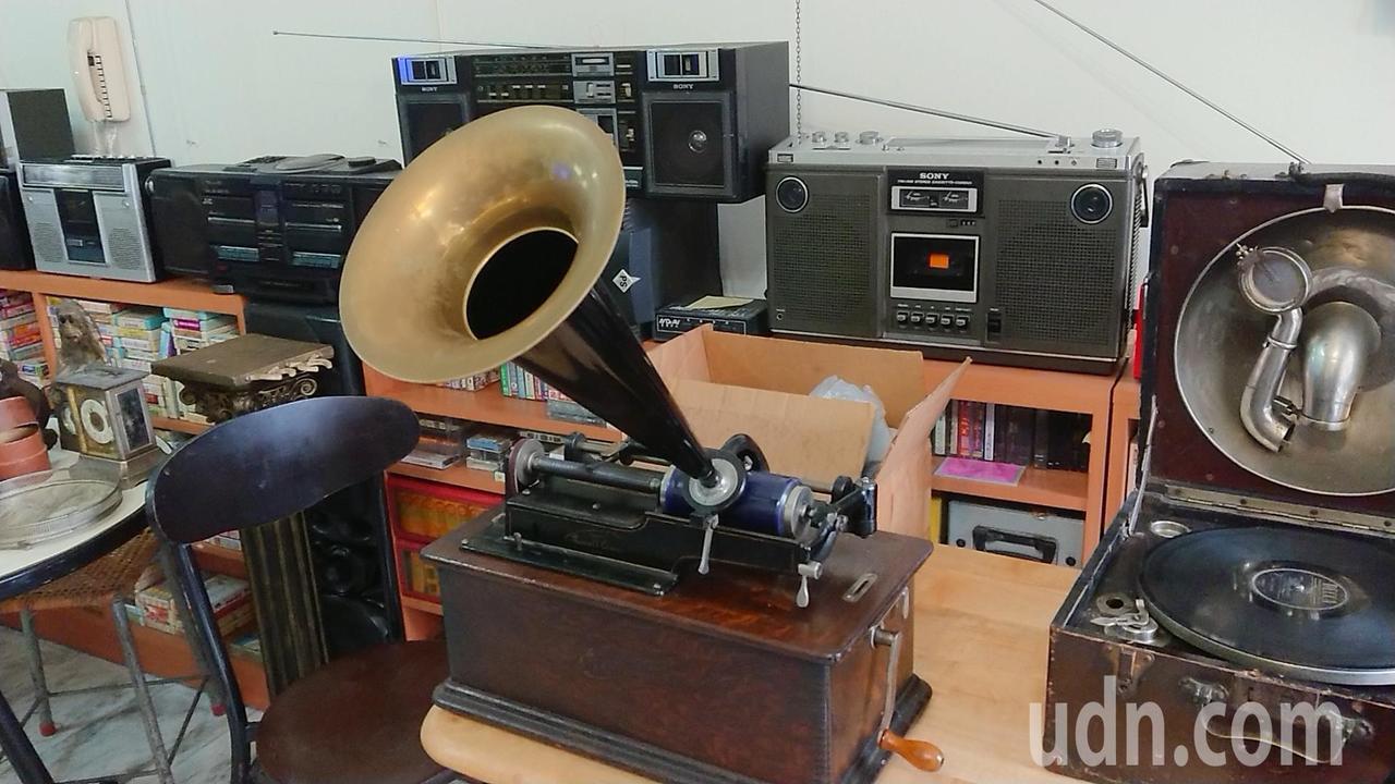 陳慶梯收藏有150年歷史的古董留聲機。記者吳淑玲/攝影