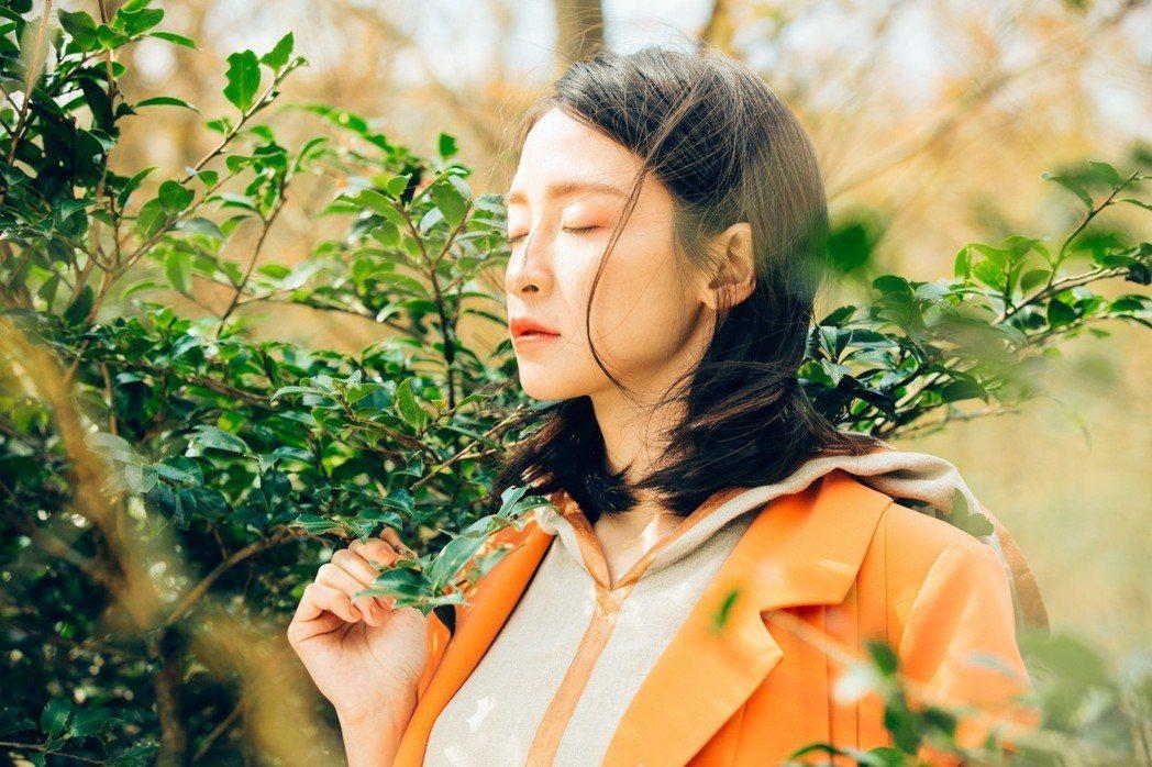 「howma」選用可順利被環境生物分解的天然纖維,並以純麻作為主打,除了在台灣設...