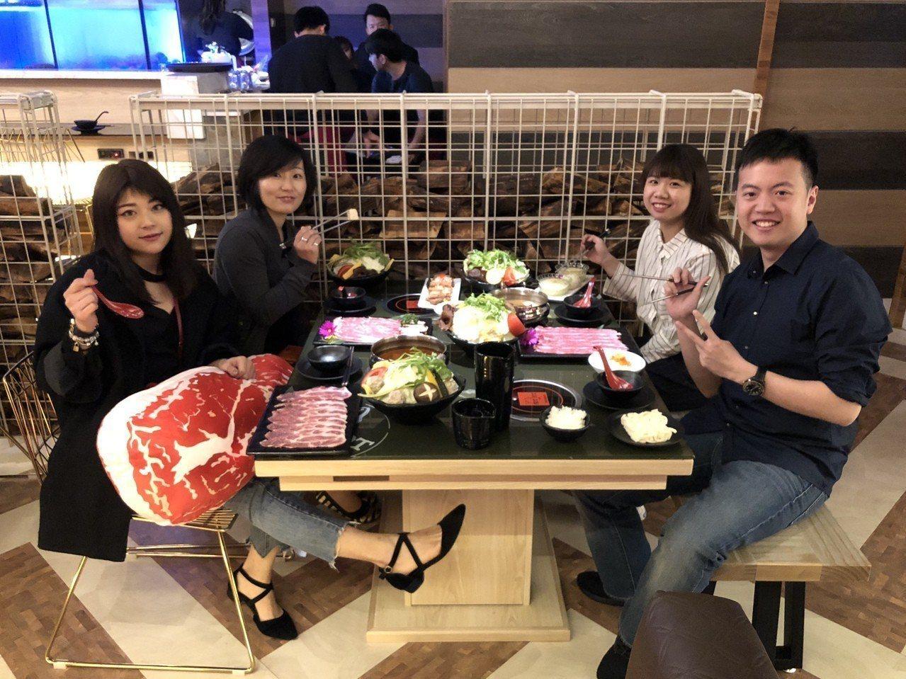 龍波斯特龍蝦專門店創始人柯宗佑今年最新創立的新鍋物品牌「哈波火鍋」,首家店進駐台...