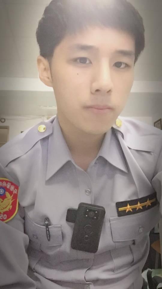 去年車禍身亡的桃園市警員洪羽頡,當時他下單位服務才7天。圖╱擷自洪母臉書