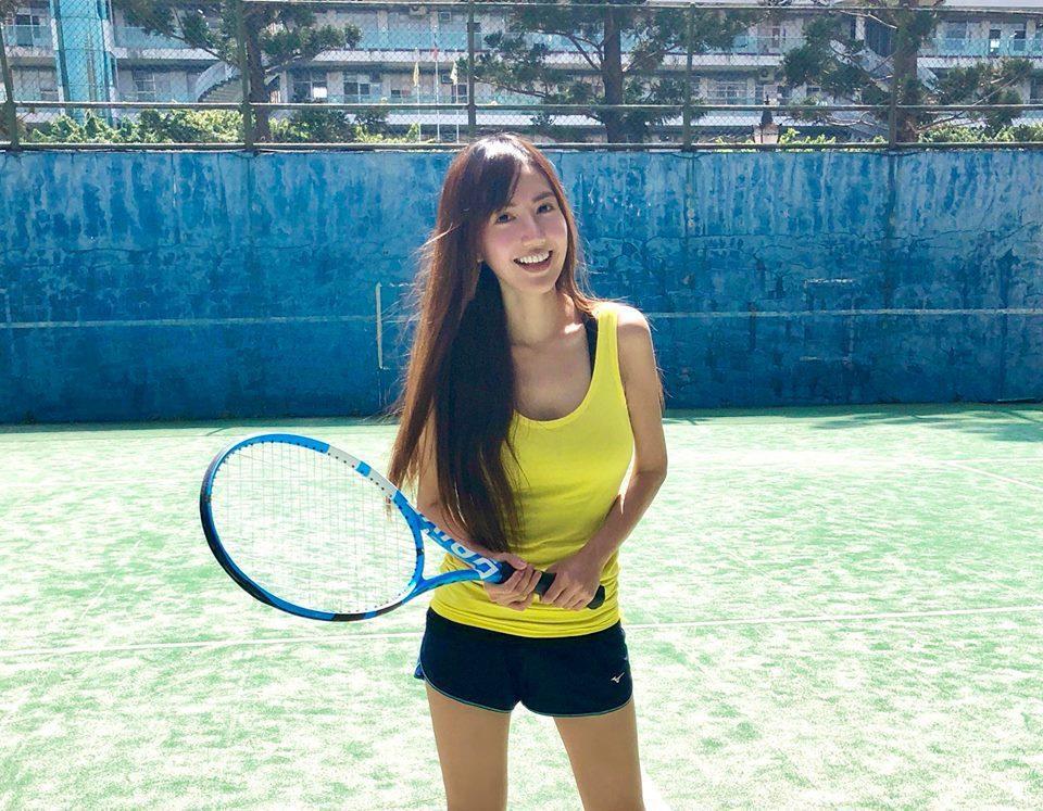翁滋蔓打網球的陽光模樣,擄獲廣大粉絲的心。圖/摘自翁滋蔓臉書