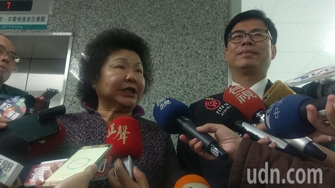 高雄市長陳菊(左)和立委陳其邁(右)會面後一同受訪。記者蔡孟妤/攝影