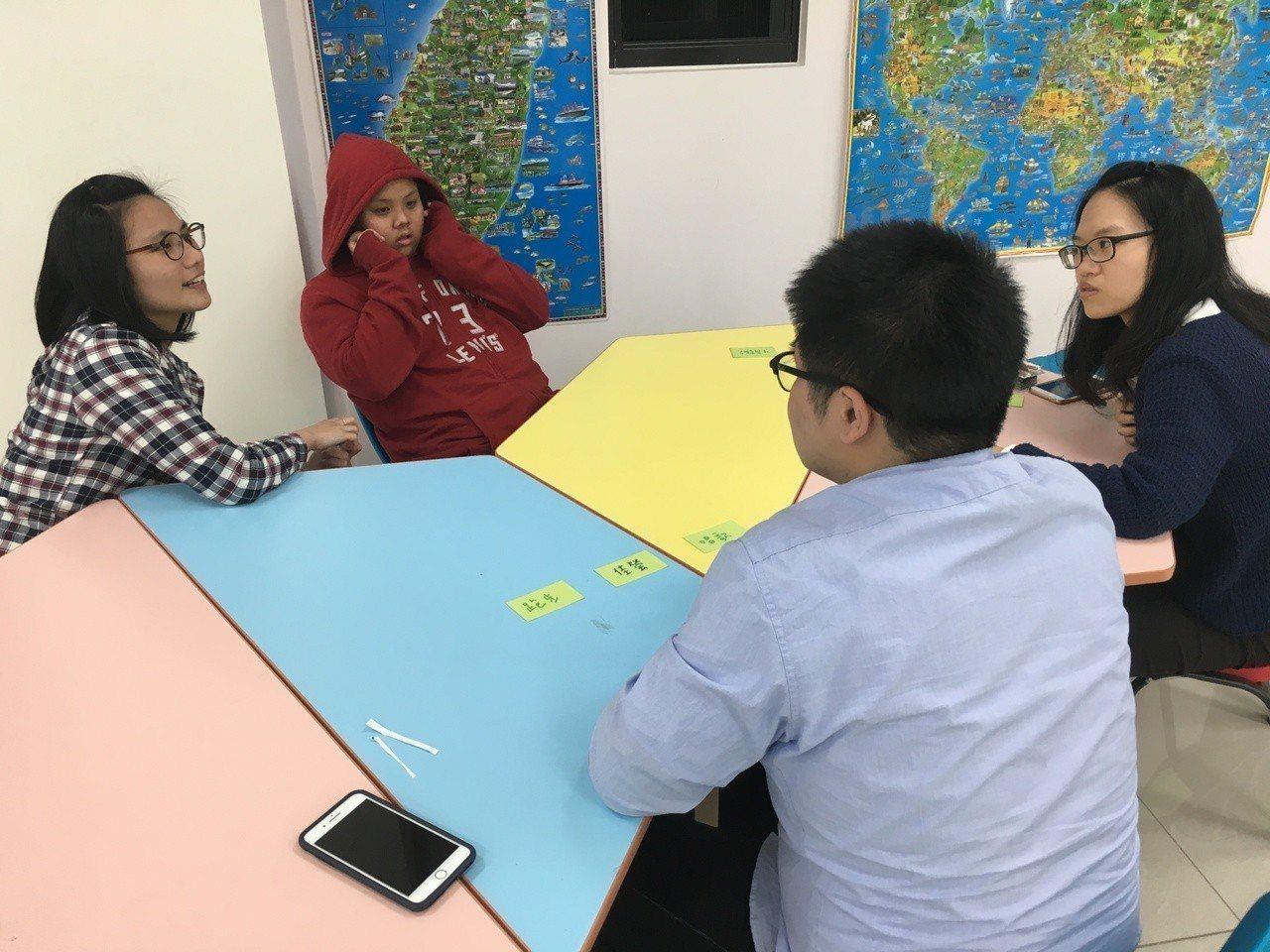 由交通與清華大學畢業生共同組成的「教遊趣」團隊,發明多款簡單易上手的桌遊,開啟學...