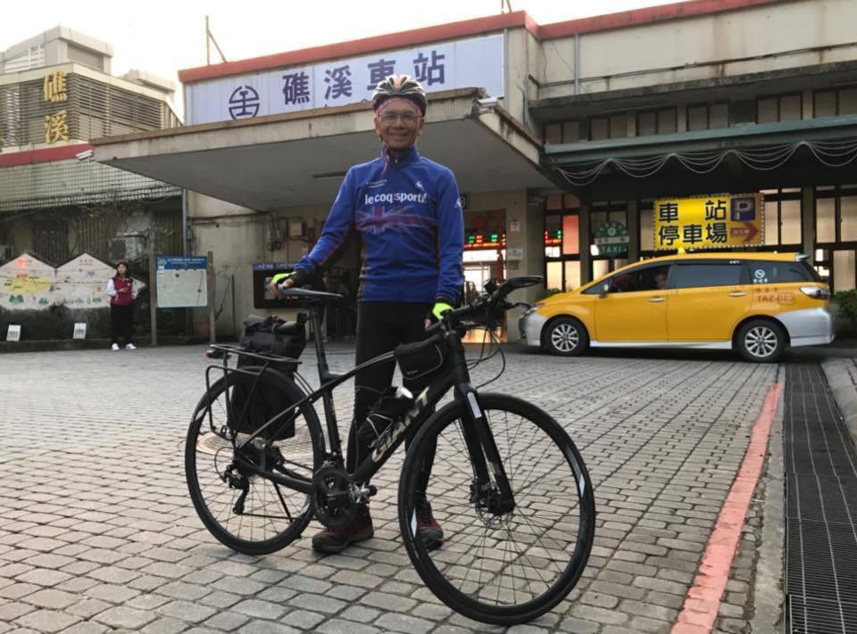 前行政院長游錫堃上月底完成單車環島。(取自游錫堃臉書)