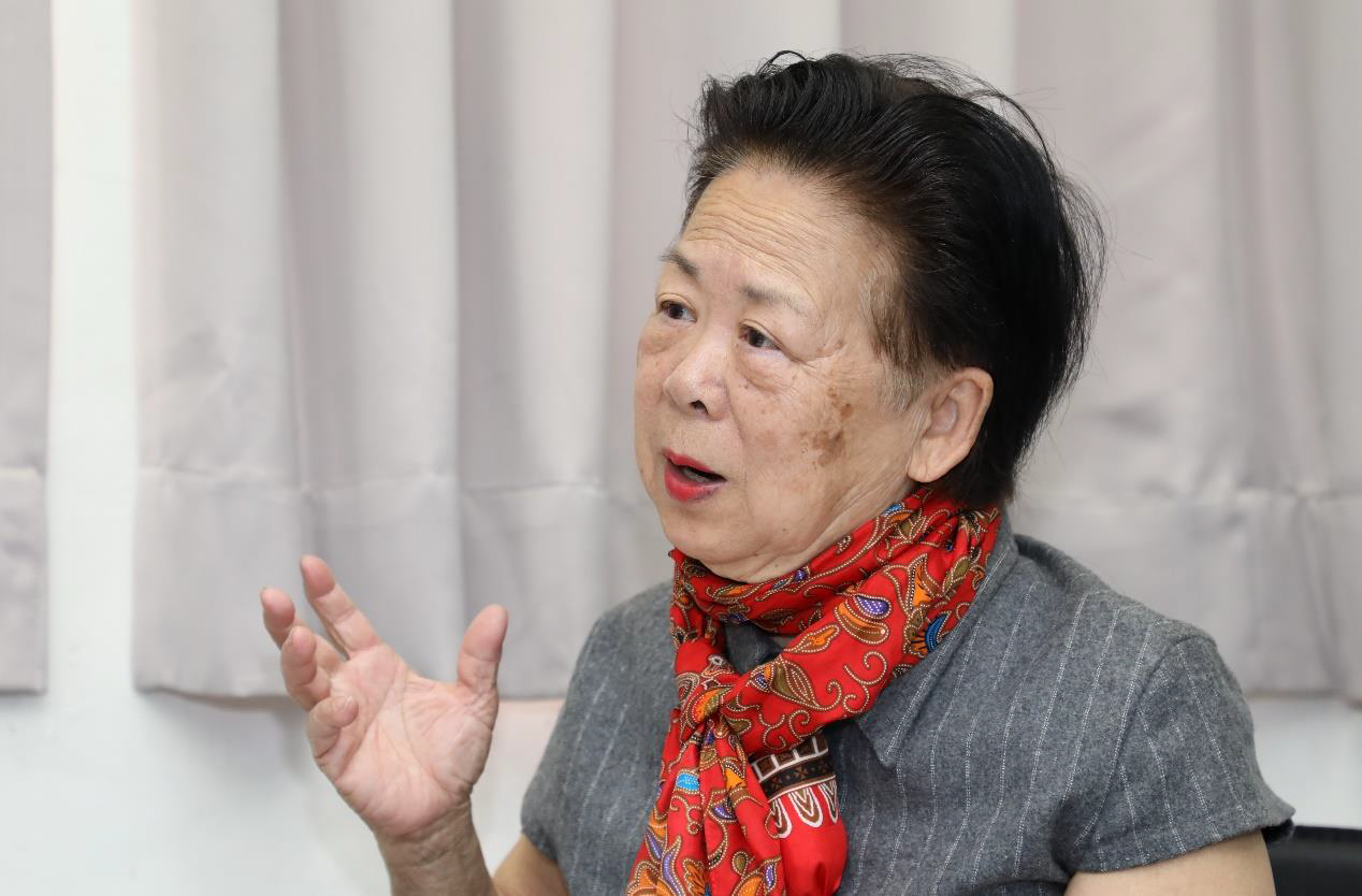 前輩畫家郭柏川之女郭為美捐贈父親畫作給台南市立美術館。圖/南美館提供